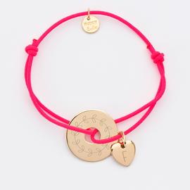 bracelet-personnalise-medaille-gravee-plaque-or-cible-20-mm-et-breloque-coeur-10-mm
